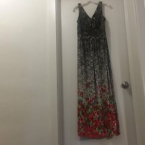 CHAPS gown black/white/red floral Medium